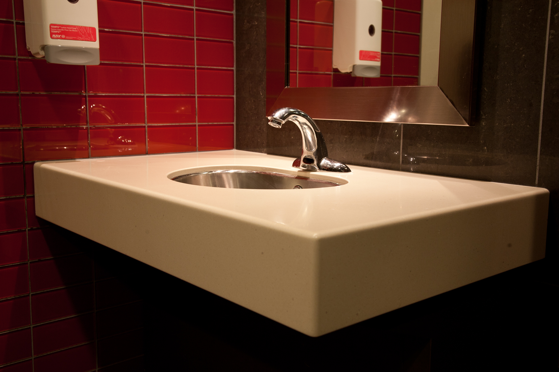 Album 3 gallery 16 custom kitchen cabinets and for Bathroom cabinets surrey bc
